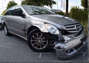 Das Auto wurde beim Zusammenstoss stark beschädigt. (Bild: Luzerner Polizei (Sursee, 20. September 2017))
