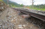 Die Geleise der Zentralbahn waren zwischen Giswil und Kaiserstuhl auf mehreren Metern unterspühlt. (Bild: PD)