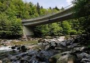 Für den Unterhalt der Vorgängerbauten der heutigen Finsterseebrücke musste per Servitut der Erlös aus dem Stegholz-Wald verwendet werden. (Bild Stefan Kaiser)