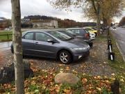 Die Autos der FCL-Spieler standen am Montagmorgen ausser Trainingsplan auf den Parkplätzen an der Horwerstrasse. (Bild: Daniel Wyrsch (13. November 2017, Luzern))