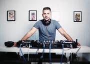 DJ Robin Tune in seinem Studio in Cham. (Bild: Stefan Kaiser (23. Mai 2017))