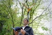 HansPeter Hürlimann, Präsident des Vereins Luzerner Wanderwege, unterwegs am Rande des Meggerwaldes. (Bild Nadia Schärli)