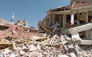 Vom Erdbeben im August 1999 zerstörte Stadt Izmit, 100 Kilometer östlich von Istanbul. Experten prognostizieren, dass es in der Bosporusmetropole in den kommenden 30 Jahren zu einem ähnlich verheerenden Erdbeben kommt. (Bild: Pierre Verdy/AP (Izmit, 18. August 1999))