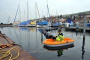 Szene von den Vorbereitungsarbeiten im Hafen. (Bild Erhard Gick/Neue SZ)