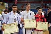 Die erfolgreichen Karatekas: Die Weltmeister Mohammad Mazlumiar (v.l.) und Robin Stalder und Bronzemedaillengewinnerin Geraldine Klein.