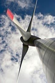 Windturbinen sind häufig umstritten.Bild: Pius Amrein (Entlebuch, 25. August 2015)