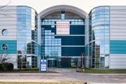 --- ZUM LOGISTIKZENTRUM VON BRACK.CH IN WILLISAU STELLEN WIR IHNEN HEUTE, DONNERSTAG, 8. FEBRUAR 2018, FOLGENDES NEUES BILDMATERIAL ZUR VERFUEGUNG --- Exterior view of the central warehouse and logistics center of Brack.ch, pictured in Willisau in the Canton of Lucerne, Switzerland, on January 25, 2018. Brack.ch is a Swiss company based in Maegenwil in the Swiss Canton of Aargau. It was founded by Roland Brack in 1994 and belongs to the Competec group. (KEYSTONE/Christian Beutler) Aussenansicht des Zentrallagers und Logistikzentrums von Brack.ch, aufgenommen am 25. Januar 2018 in Willisau im Kanton Luzern. Brack.ch ist ein Schweizer Handelsunternehmen mit Sitz in Maegenwil im Kanton Aargau. Es wurde 1994 von Roland Brack gegruendet und gehoert zur Competec-Holding. (KEYSTONE/Christian Beutler) (Bild: Christian Beutler / Keystone (Willisau, 25. Januar 2018))