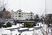 Auf diesem Areal sollen drei Mehrfamilienhäuser entstehen. (Bild Werner Schelbert/Neue ZZ)