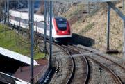 Ein Zug der SBB bei Walchwil. (Bild: Stefan Kaiser / ZZ)