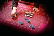 Das Luzerner Casino könnte noch mehr verdienen, finden Investoren. Sie vergleichen es mit anderen Spielcasinos der Schweiz, die eine höhere Rendite erzielen. (Bild Dominik Wunderli)