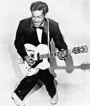 So wurde Chuck Berry in den 50er-Jahren weltberühmt: als Songwriter, Gitarrist und Bühnenperformer. (Bild: Keystone)