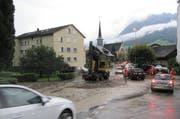 Die Aufräumarbeiten liefen in Ennetbürgen am Dienstag den ganzen Tag. (Bild: Franz Niederberger)