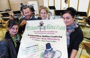 «Däumelinchen» ist ein Gemeinschaftswerk. Beteiligt sind unter anderem Geschichtenerzählerin Maria Greco, Komponist Mathias Landtwing, Michèle Willimann, Präsidentin des Orchesters, und Illustratorin Brigitt Andermatt (von links). (Bild: Werner Schelbert (Cham, 20. September 2017))