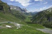 Die Strasse vom Urnerboden auf den Klausenpass war am Mittwochabend vorübergehend zu. (Archivbild Bruno Arnold)