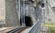 Abwärts: Die Tunneleinfahrt in der Schöllenen oberhalb der Teufelsbrücke. (Bild: Robert Bachmann)