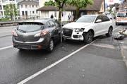 Zwei Autos prallten in Buochs frontal ineinander. (Bild Kantonspolizei Nidwalden)
