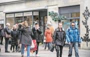 Schliesst Ende Juni: die Falken-Apotheke in der Weggisgasse. (Bild: Boris Bürgisser (Luzern, 27. März 2018))