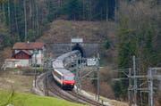Der Engpass beim einspurigen Albistunnel soll durch den zweispurigen Zimmerberg-Basistunnel II behoben werden. (Bild: Archiv Stefan Kaiser/Neue ZZ)