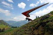 Ein Delta-Segler startet beim Swiss Masters in Dallenwil. (Archivbild Neue LZ)
