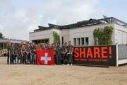 Das Team der Hochschule Luzern nach der Fertigstellung seines Solarhauses in Versailles. (Bild: PD)