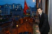 Roberto Balzaretti posiert für einen Fotografen in Brüssel. Der Tessiner ist seit 2012 Schweizer Botschafter bei der EU. (Bild: EPA/Thierry Roge)