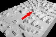Modell des Quartierzentrums Wesemlin (roter Pfeil) mit Umgebung. (Bild: Büro Konstrukt)