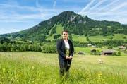 Vroni Thalmann, die neue Kantonsratspräsidentin von Luzern, vor ihrem Hof in Flühli. (Bild: Roger Grütter)