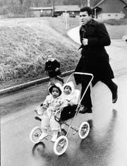 Er hats erfunden: Joggen mit Kinderwagen. Muhammad Ali 1971 in Zürich. (Bild: (RDB))