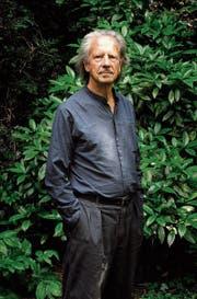 Peter Handke im Garten seines Hauses in der Nähe von Paris. (Bild: Serge Picard/VU (Paris, 15. Mai 2011))