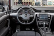 Im VW Passat Alltrack findet man sich hinter dem Lenkrad sofort zurecht. (Bild: PD)