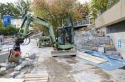Endspurt bei den Bauarbeiten für den Rodten Park - rechts: Kletterberg. (Bild: Emanuel Ammon)