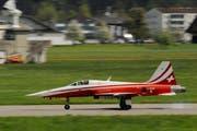 Ein Pilot der Patrouille Suisse auf dem Militärflughafen in Emmen. (Archivbild Boris Bürgisser)