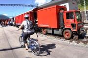Die Matterhorn-Gotthard-Bahn hat eine ganze Flotte neuer Rettungswagen in Betrieb genommen. (Bild: Urs Hanhart / Neue UZ)