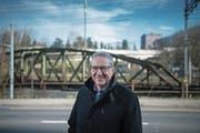 Regierungsrat Robert Küng in der Fluhmühle, wo für die Spange Nord eine Strassenbrücke entstehen soll. (Bild: Pius Amrein (Luzern, 8. Januar 2018))