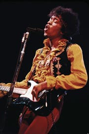 Legionen von Gitarristen eifern ihm noch immer nach: Jimi Hendrix (1942–1970). (Bild: Sony Music)