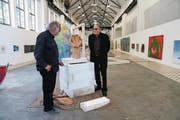 Ausstellungsmacher Adrian Hossli (links) im Gespräch mit dem Historiker Pirmin Meier. (Bild: Romano Cuonz (Giswil, 22. September 2017))