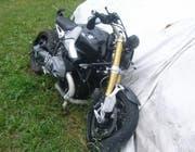 Der Fahrer dieses Motorrads musste nach dem Unfall ins Spital gebracht werden. (Bild: Kapo Uri)