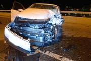 Das Auto ist nach der Kollision zerstört. (Bild: Luzerner Polizei (Luzern, 8. März 2018))