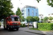 Ein Tanklöschfahrzeug der Feuerwehr Sarnen beim Einsatz an der Freiteilmattlistrasse. (Bild: pd)