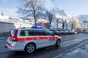 Ein Polizeiauto im Kanton Schwyz im Einsatz. (Bild: Geri Holdener)