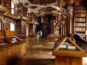 Die Stiftsbibliothek St. Gallen ist eine von acht musealen Institutionen, die ab 2018 neu Betriebskostenbeiträge vom Bund bekommen. (Archivbild) (Bild: KEYSTONE/EDDY RISCH)
