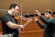 Probe fürs Konzert und eine prominente CD-Aufnahme: Geiger Vadim Gluzman, Chefdirigent James Gaffigan. (Bild: PD/Ingo Höhn)