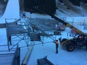 Die Tribünen für die Zuschauer werden am Fusse der Titlis-Schanze in Engelberg aufgebaut. (Bild: PD)