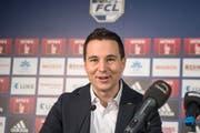 Reto Anderhub, hier an einer Medienkonferenz in der Swissporarena, muss den FC Luzern verlassen. (Bild: Urs Flüeler / Keystone (Luzern, 9. Januar 2018))