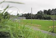 Künftig wird der Fussballplatz von vier Lichtmasten à 18 Meter Höhe beleuchtet. (Bild: Stefan KaiserPHOTO)