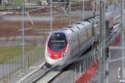 Ein ETR 610-Zug beim Nordportal des Gotthard-Basistunnels in Erstfeld. (Bild: Keystone / Gaetan Bally)
