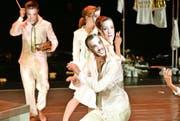 Sie tragen ihr eigenes Ich als Masken: Szene aus der Young Performance «Divamania». (Bild: Lucerne Festival/Peter Fischli)