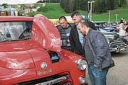 Die Besucher konnten am Ami-Treff etwa einen Ford Mustang (oben) oder einen Dodge (unten) sehen. (Bilder: Dominik Wunderli (Willisau, 14. Mai 2017))
