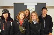 Jugendliche bei der Eröffnung des Arther Jugendbüros. (Bild pd)