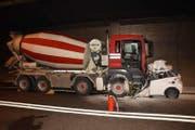 Ein Autofahrer gerät im Mai 2017 im Tunnel Sachseln auf die Gegenfahrbahn und verstarb noch am Unglücksort. (Bild: Kantonspolizei Obwalden)